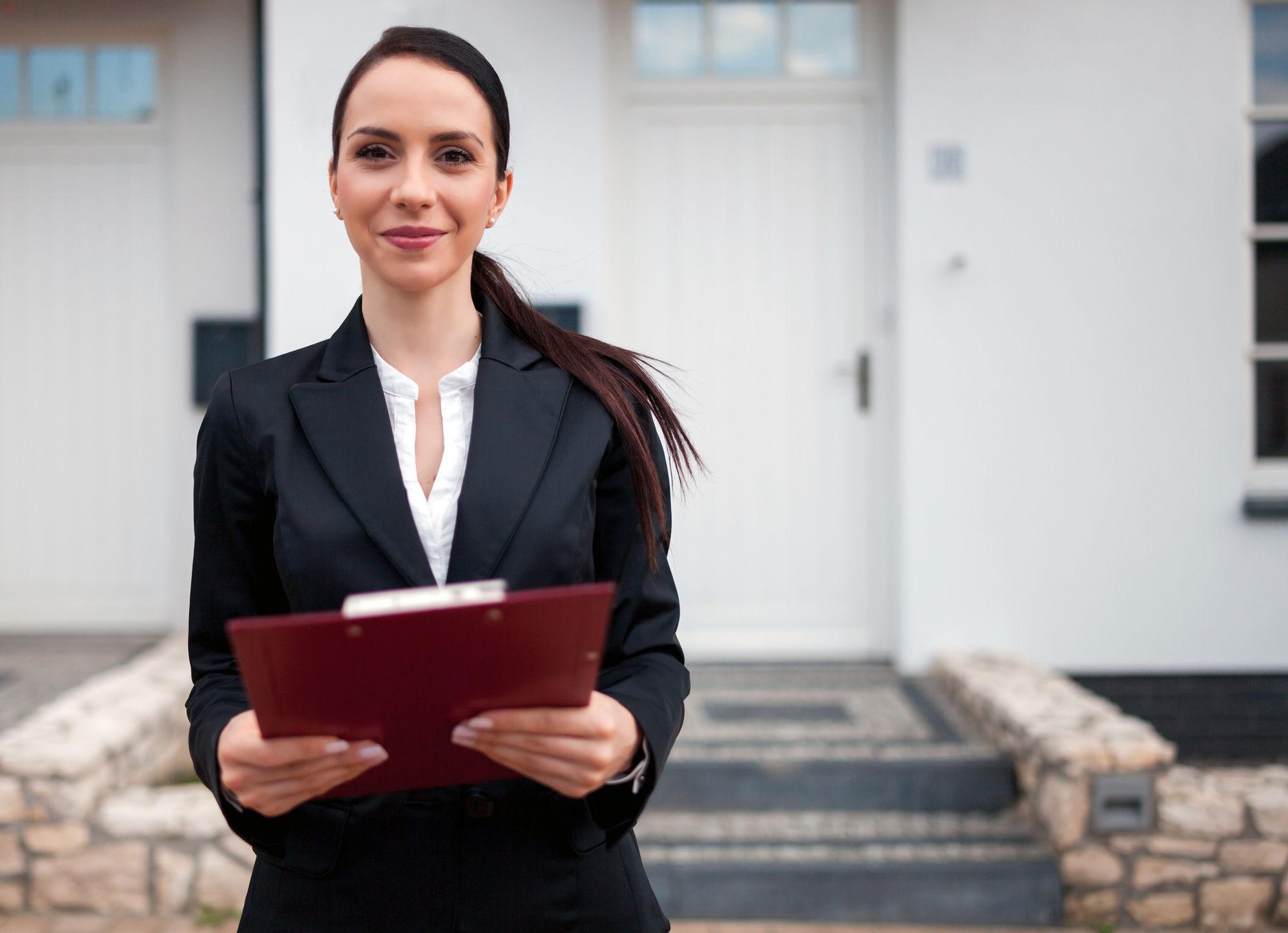 How to hire a qualified real estate agentin your city?